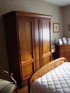 Chambre louis philippe en merisier massif