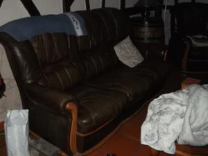 Canapé en cuir et ses deux fauteuils