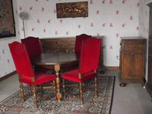 Table ronde style louis xiii et ses 4 chaises