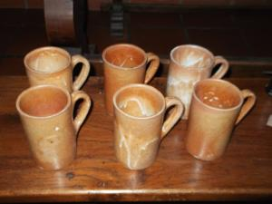 Ensemble de 6 chopes à bière en grès émaillé