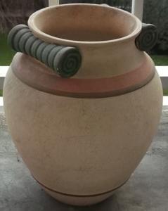 Très beau pot de fleurs, style gréco-romain